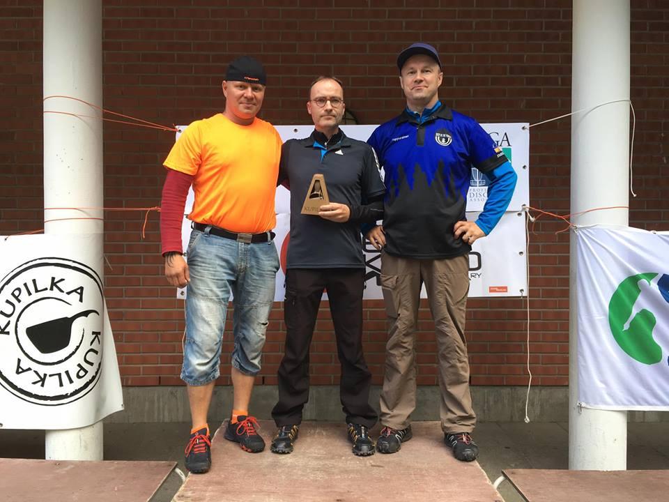 Seniorit-40: Petri Kolari (2.), Tomi Nieminen (1.) ja Pertti Tuppurainen (3.)
