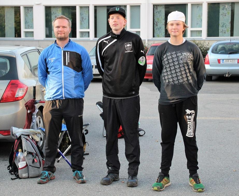 Savo Tour 2016 MPO-luokan kärkikolmikko vasemmalta oikealle: 3. Teemu Moilanen (DIF), 1. Jesse Nieminen (VV) ja 2. Mikael Räsänen (DIF) (© Risto Airaksinen).